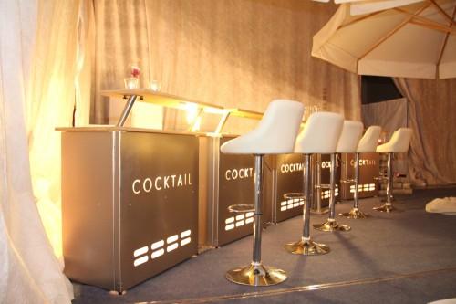 Unsere Cocktailbar für Ihre Firmenfeier – Ihren Geburtstag… unser Barteam stellt Ihnen gerne eine gelungene Auswahl an Cocktails zusammen ( jeweils 1 m Teil mit Beleuchtung und Ablage, individuell zu stellen , wir haben 5 Teile im Verleih)